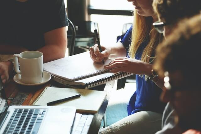 ekleia propose une prestation d'externalisation de votre communication d'entreprise